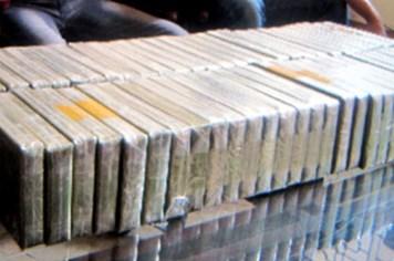 Bắt 3 đối tượng thuê xe taxi đi tiêu thụ 32 bánh heroin