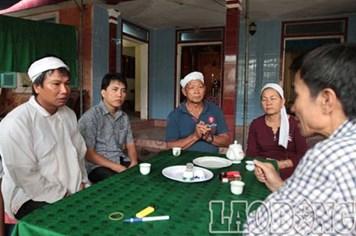 Quỹ TLV Lao Động thăm và hỗ trợ gia đình 2 cô giáo bị nước lũ cuốn trôi
