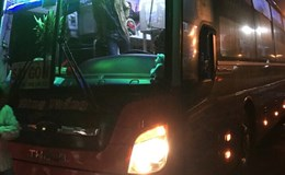 Vụ côn đồ tấn công xe khách tại Gia Lai: UBATGT Quốc gia đề nghị CA tỉnh điều tra