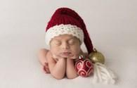 Hình ảnh đáng yêu về các bé sơ sinh diện đồ Giáng sinh