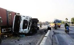 """Quảng Bình: Xe container tự gây tai nạn tại """"điểm đen"""" giao thông"""
