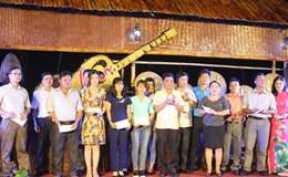 Quảng Bình: Khối thi đua CĐCS tặng quà cho NLĐ có hoàn cảnh khó khăn