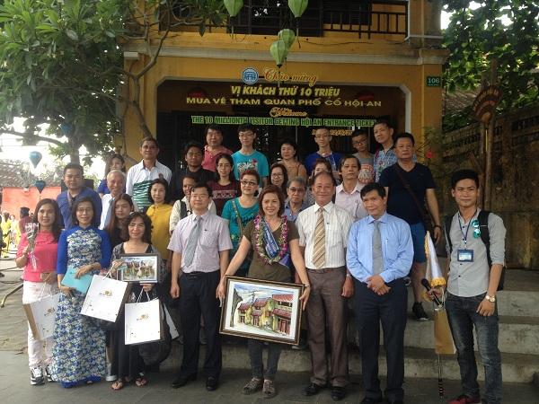 Quảng Nam: Vị khách thứ 10 triệu mua vé tham quan phố cổ Hội An đến từ Thái Lan