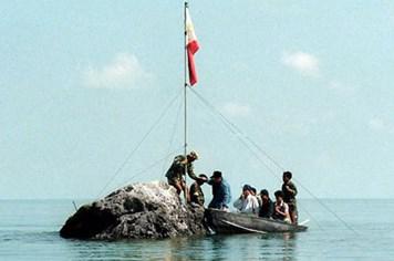 Ngư dân Philippines muốn cắm cờ ở Scarborough