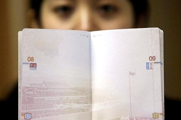 Thế giới giật mình với hộ chiếu in hình lưỡi bò của Trung Quốc