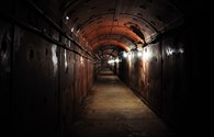 Tiệc nghìn đô dưới hầm hạt nhân: Sợ gì tận thế!