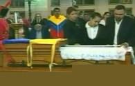 Gia đình nhìn mặt Tổng thống Hugo Chavez lần cuối