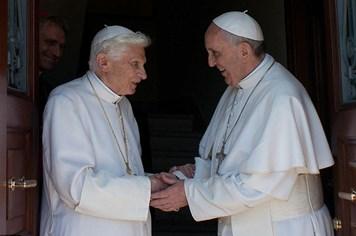 Sốc với thân hình gầy một nửa của Giáo hoàng Benedict