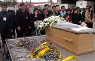 Vụ MH17: Đẫm nước mắt phút giây đón di hài 3 mẹ con người Việt trở về