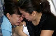 Chùm ảnh: Tột cùng đau thương của thân nhân hành khách chuyến bay định mệnh QZ8501