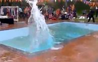"""Video: Hoảng loạn chứng kiến """"sóng thần"""" ở bể bơi khi động đất tấn công Nepal"""