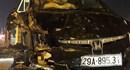 Ôtô bật ngửa, bẹp rúm sau khi đâm vào cột điện và xe máy