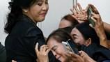 Cựu Thủ tướng Thái Lan Yingluck bật khóc, nói là nạn nhân của trò chơi chính trị