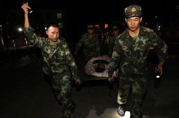 Toàn cảnh trận động đất ở Tứ Xuyên khiến gần 200 người thương vong, mất tích