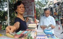 Quầy sách miễn phí của bà Dung