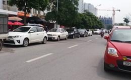 Phường Trung Hòa: Lòng đường thành nơi... đỗ xe ôtô