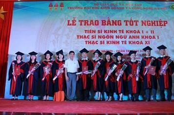 Đại học Kinh doanh và Công nghệ Hà Nội lần đầu tiên trao bằng cho 3 tiến sĩ