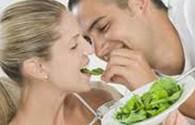 """Ăn nhiều rau xanh, """"chuyện ấy"""" sẽ tuyệt vời"""