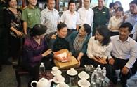 Chủ tịch Quốc hội viếng nghĩa trang liệt sĩ, thăm các gia đình chính sách ở Củ Chi