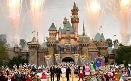 """""""Cơn mưa"""" phân ngỗng tấn công du khách ở Disneyland"""