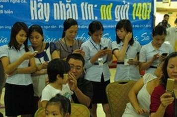 Cán bộ công đoàn thị xã Phú Thọ nhắn tin ủng hộ ngư dân Hoàng Sa, Trường Sa