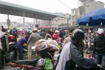 Bến xe đông nghẹt, người dân ùn ùn về quê ăn tết