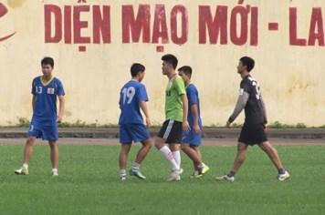 Vissai Ninh Bình uể oải ra sân tập trở lại