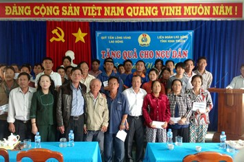 Chung tay góp tết với CNVCLĐ khó khăn tại Ninh Thuận và An Giang