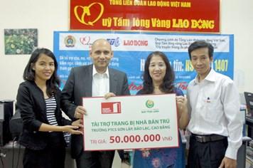 Home Credit Việt Nam tặng 50 triệu đồng tới học sinh Trường PTCS Sơn Lập