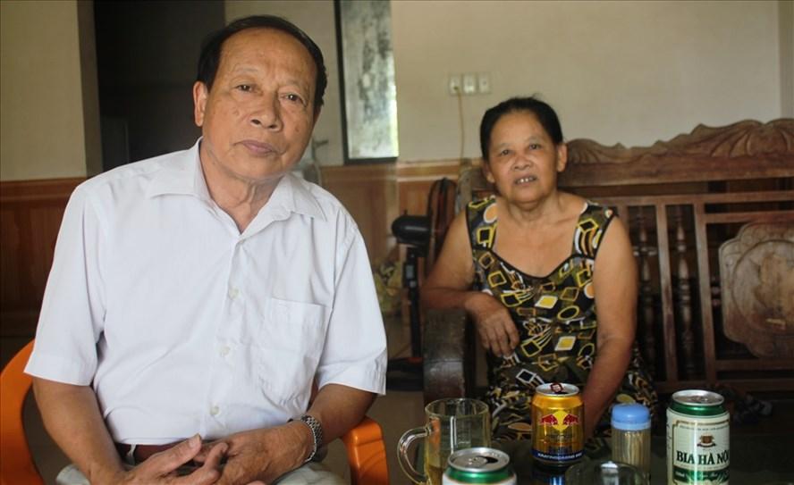Vợ chồng Dương Xuân Lộc chia sẻ về việc có con lao động ở Hàn Quốc chưa về nước. Ảnh: TRẦN TUẤN