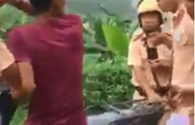 """Clip CSGT bắt giữ xe """"không tham gia giao thông"""": CSGT huyện Cẩm Khê nói gì?"""