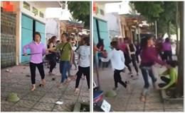 Hai nhóm nữ sinh cầm hung khí lao vào hành hung nhau trước cổng trường ở Vĩnh Phúc