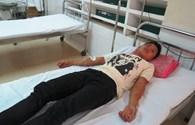 Một thí sinh nam kiệt sức phải đi cấp cứu