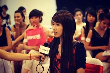 """Vietnam's Next top model 2012 """"sốc"""" vì thí sinh giả gái, múa võ"""