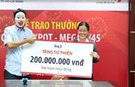 NÓNG 24H: Người trúng số 56 tỷ đồng đeo mặt nạ trao tiền từ thiện