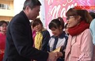 Hà Nội trao tặng 3.100 suất quà, 1.400 vé xe cho người lao động trong chuỗi Tết sum vầy