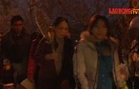 Hàng nghìn người đổ về chùa Hương chờ khai hội