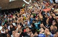 Phản ứng người dân trước cảnh cướp lộc tại chùa
