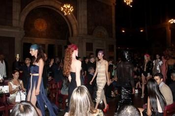 Mai Giang, Thiên Trang tự tin sải bước tại New York Fashion Week