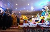 Hàng nghìn người đổ về ngôi chùa có tượng Phật ngọc bích lớn nhất thế giới