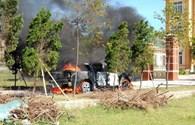"""Sau 3 tiếng nổ lớn, """"bà hỏa"""" thiêu rụi chiếc xe tiền tỉ"""