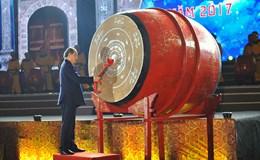 Chủ tịch Uỷ ban Trung ương MTTQ Việt Nam đánh trống khai mạc Lễ hội Hoa Lư