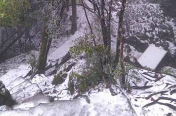 Nhiều tỉnh miền Bắc bất ngờ xuất hiện băng tuyết