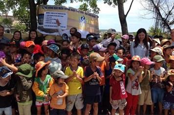 Quỹ XHTT Tấm lòng vàng Lao Động cùng học sinh miền Trung tới trường