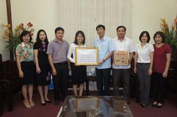 Rạng Đông trao 1.200 suất quà đến trẻ em nghèo