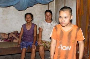 LD1694: Gia đình có bốn người, ba thế hệ bị bại liệt, thần kinh