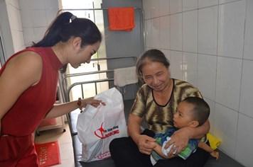 Quỹ Tấm Lòng Vàng mang Trung thu yêu thương đến với các bệnh nhi