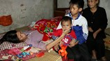 LD1701:  Tương lai mờ mịt của hai đứa trẻ mất bố, mẹ liệt giường