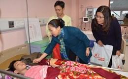 Trao 260 suất quà Tết tới bệnh nhân nghèo