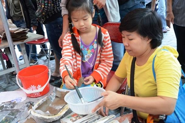 Cha mẹ cần hiểu rõ luật về việc sử dụng lao động trẻ em như thế nào là hợp pháp.  (Ảnh: HN)